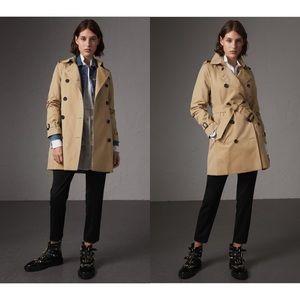 Burberry - Kensington Mid-length Trench Coat